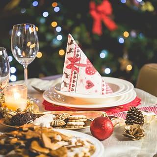 AreTheyHappy December foodie social media calendar holiday feast